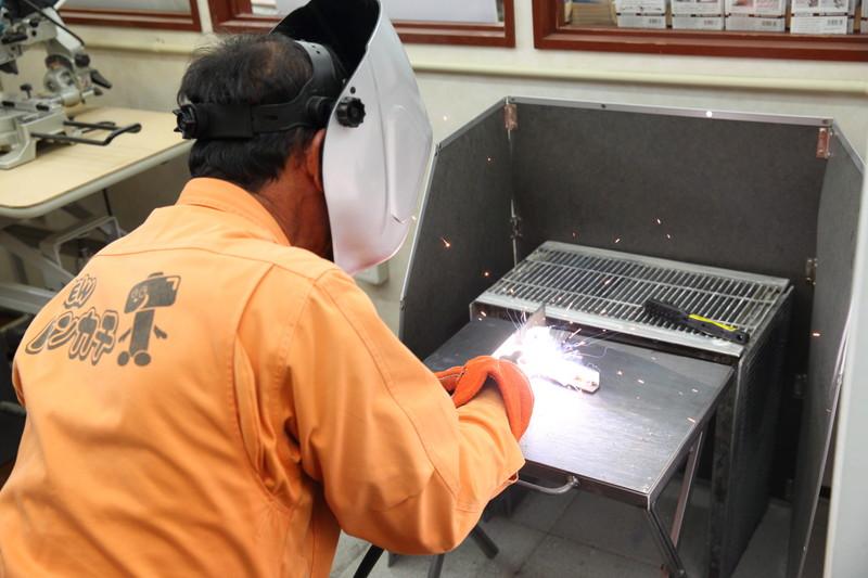 トンカチ工房で溶接ができるんです。壊れた鉄製品の修理やアイアン家具の作成に!半自動溶接機があります